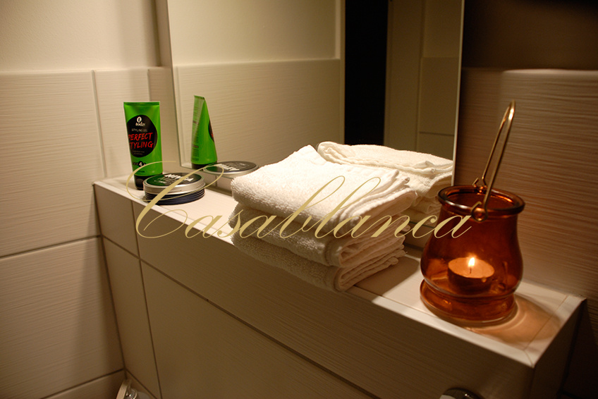 The bath: Casablanca Tantra body to body massage Dusseldorf, erotic sensual, the relaxing ambience for men, massages in Dusseldorf, on demand with a happy ending.
